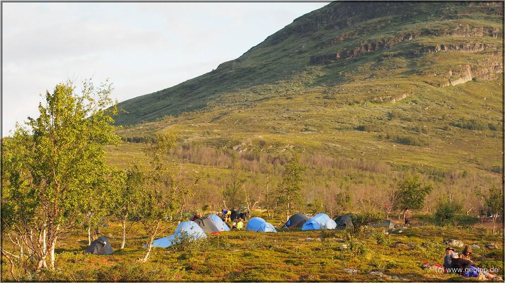 Camp unterhalb der Waldgrenze bedeutet...