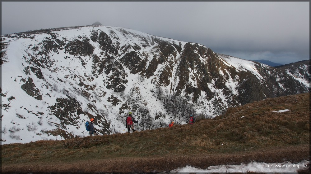 Eiskletterer vor winterlicher Kulisse (Hohneck)