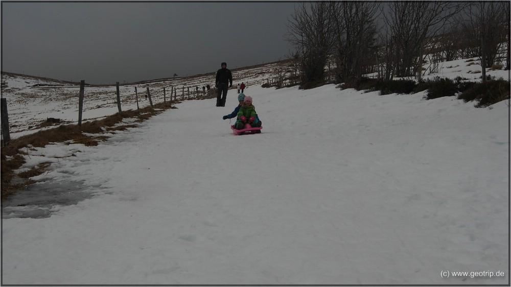 Schlittenfahren - immerhin auf Schnee