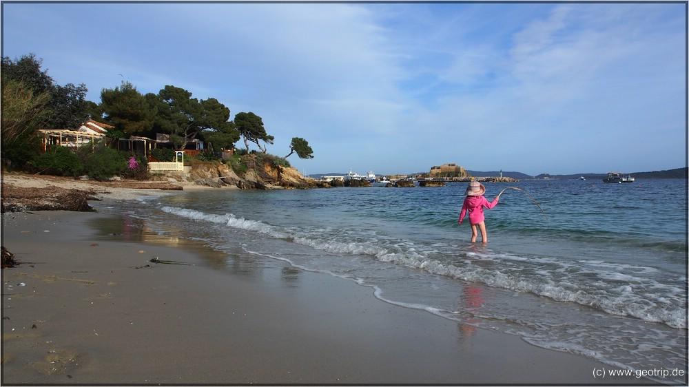 Der Strand des namenlosen Campings braucht sich nicht zu verstecken
