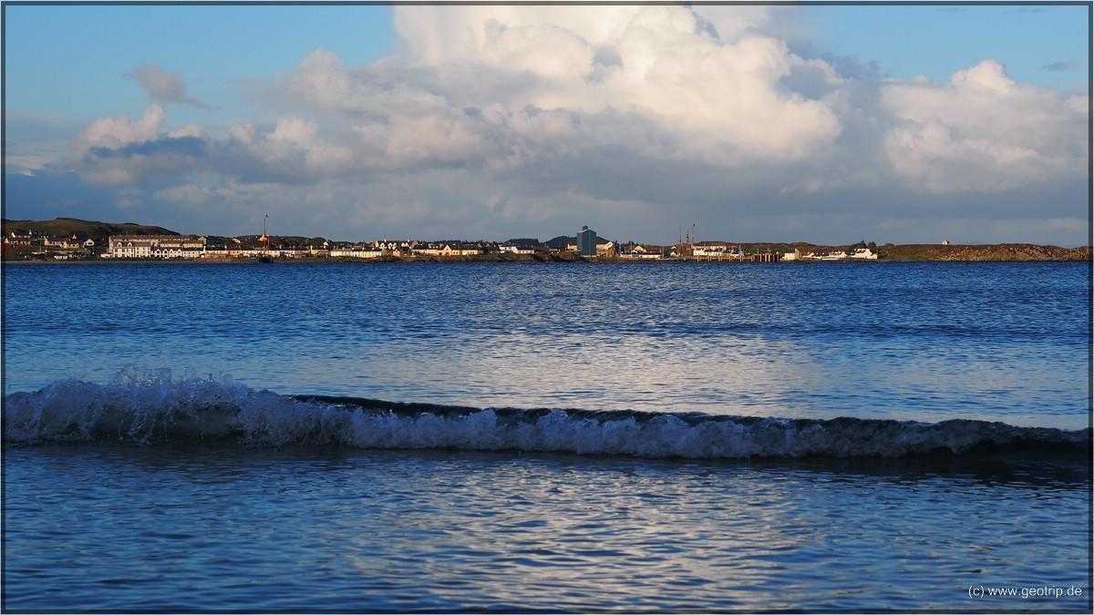 Port Ellen in der blauen Stunde - nicht ganz, schottlandtypisch mit weisser Wolke