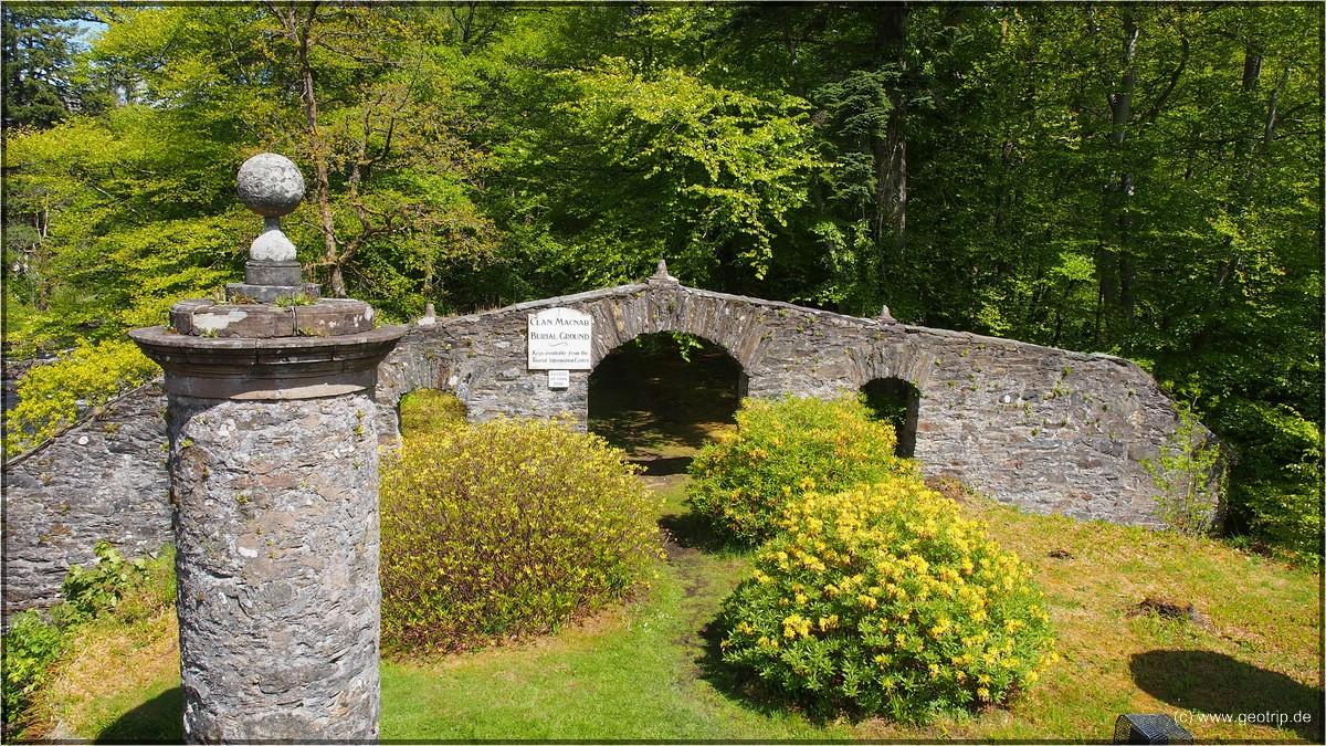 Verheißungsvoller Eingang zum Clan MacNab Burial Ground - leider abgeschlossen
