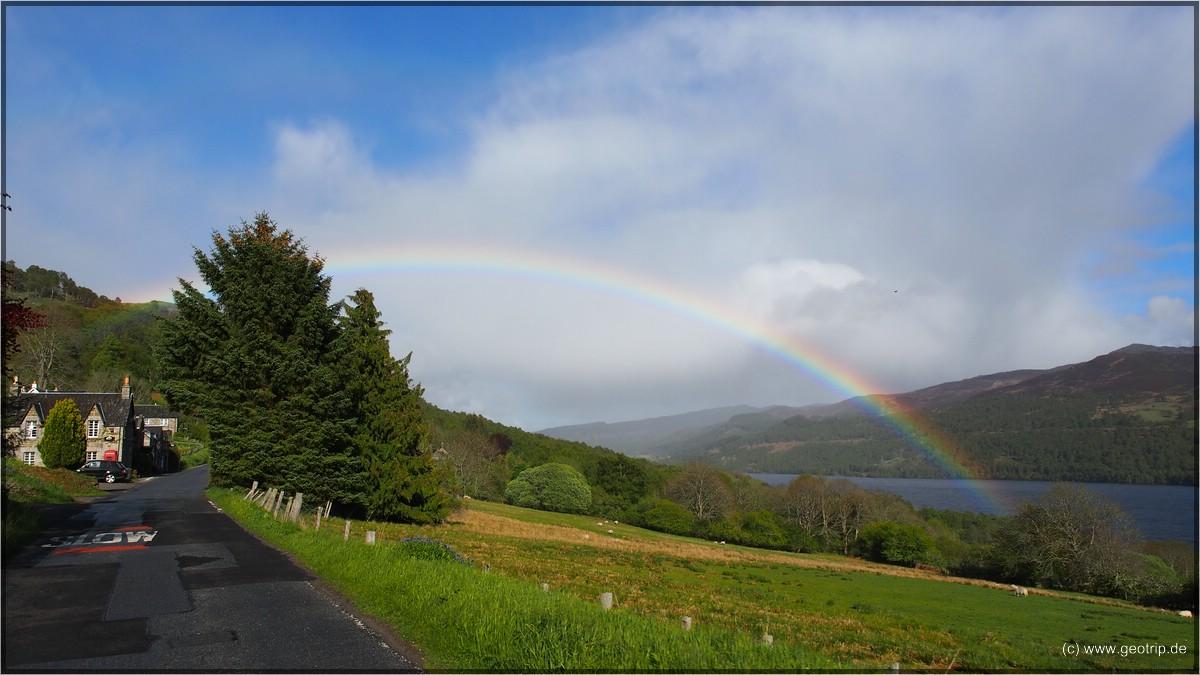Na! Regenbogen bei blauem Himmel. Wir sind halt in Schottland!