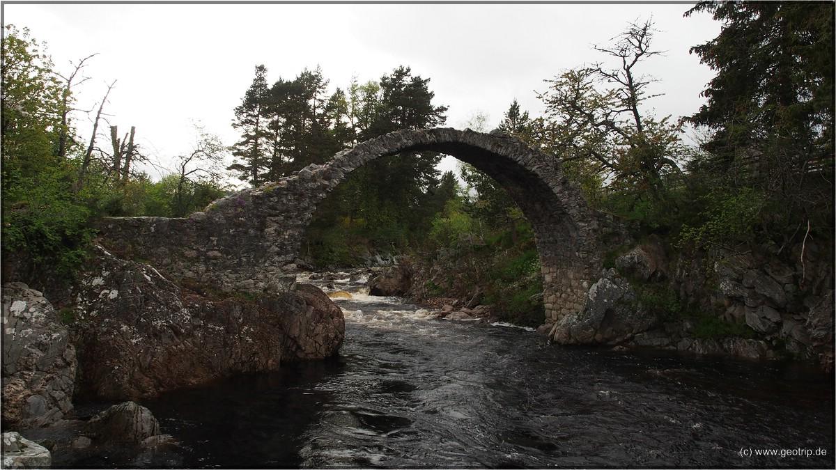 Die Reste der Brücke