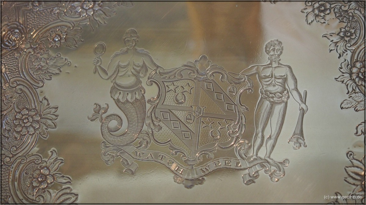 Silbergeschir mit seinem Wappen