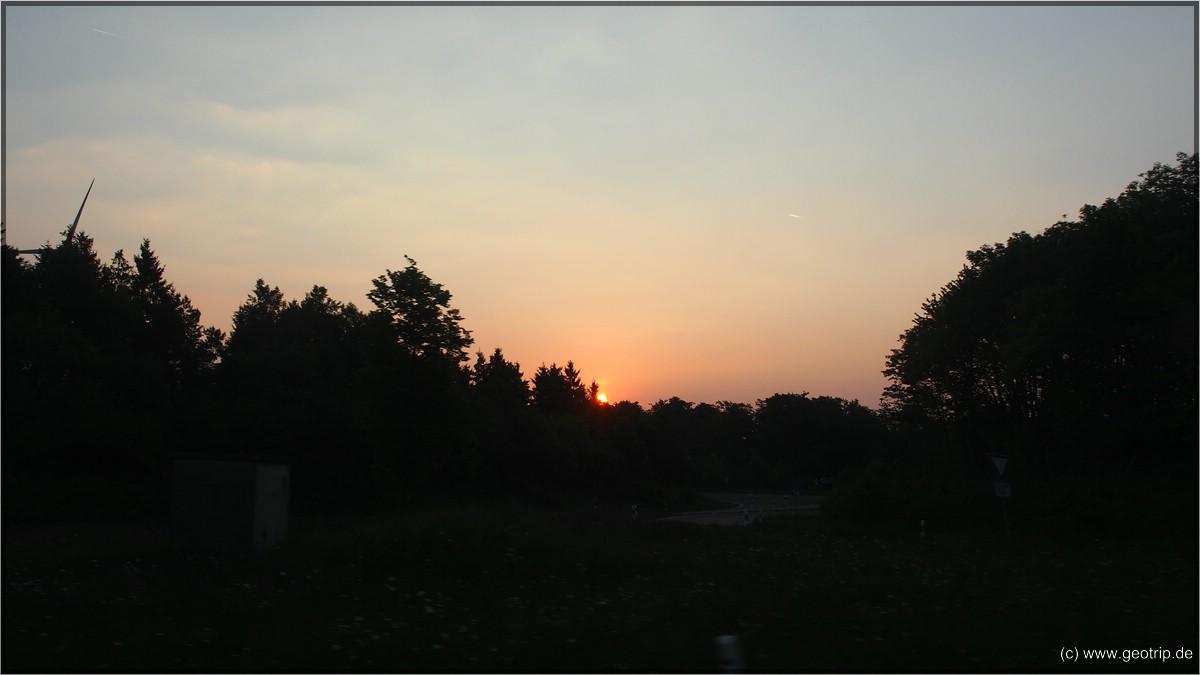 Sonnenaufgang an der Autobahn - etwas ungewohnt für uns