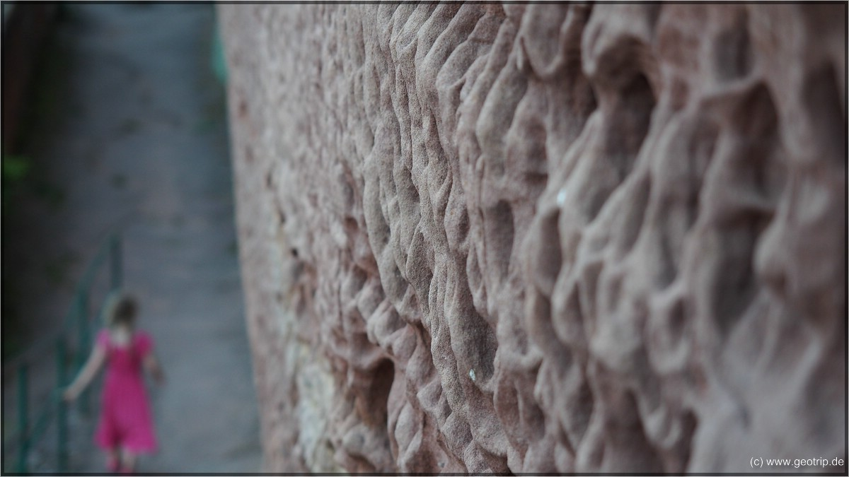 Der Sandstein - spannend erodiert (ich glaub das Fachwort hier ist eher denudiert)
