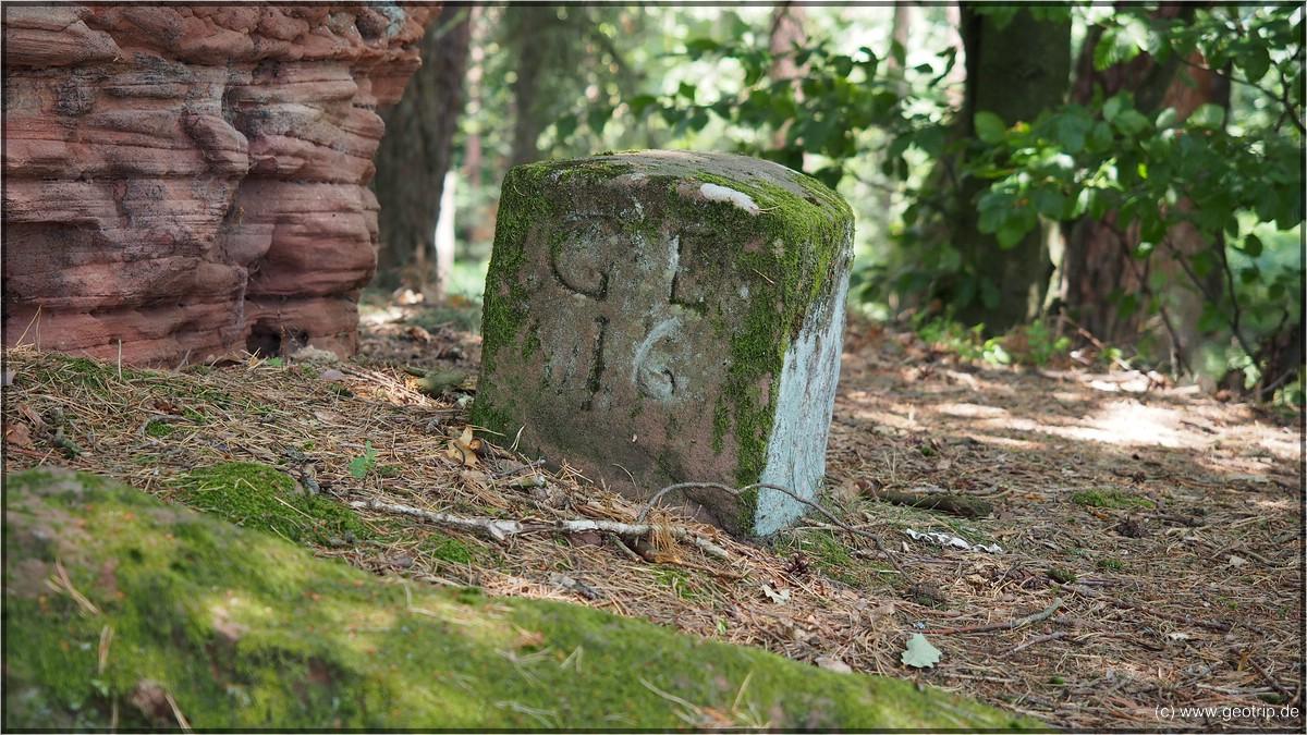 EIn alter Grenzstein auf dem Heidenkopf