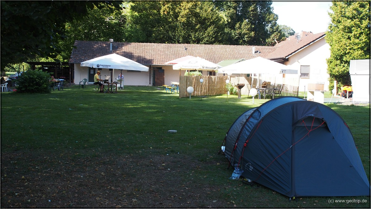 Party mit Alleinunterhalter auf dem Campingplatz
