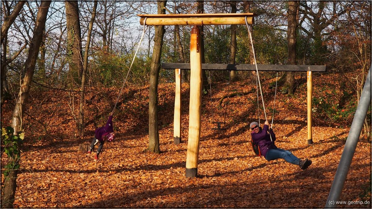 Einen schönen Waldspielplatz haben wi gefunden!