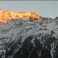 während die Berggipfel glühen