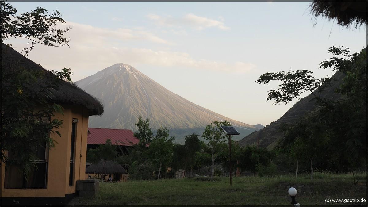 Sonnenuntergang am Oldonyo Lengai - Blick von unserer Terrasse