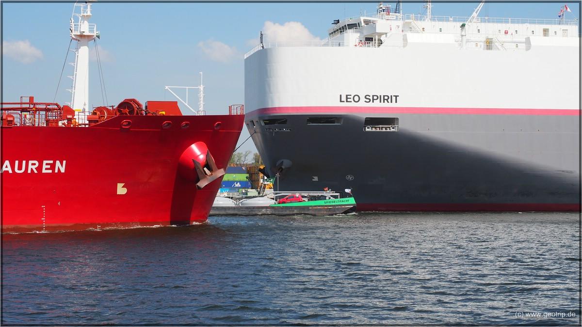 Die Begegnung dreier Schiffe läuft glatt - natürlich