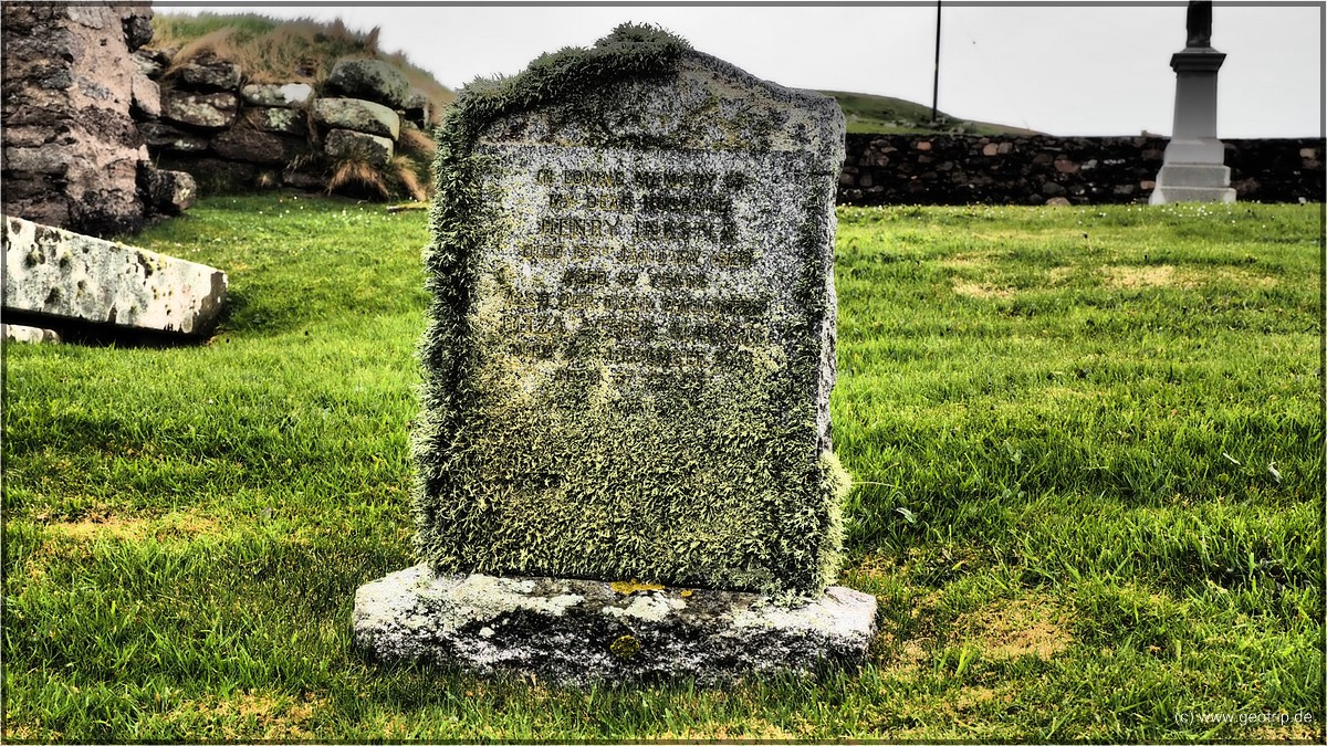 uralte Grabsteine findet man in Schottland, wenn dies auch der einzige an diesem Ort ist