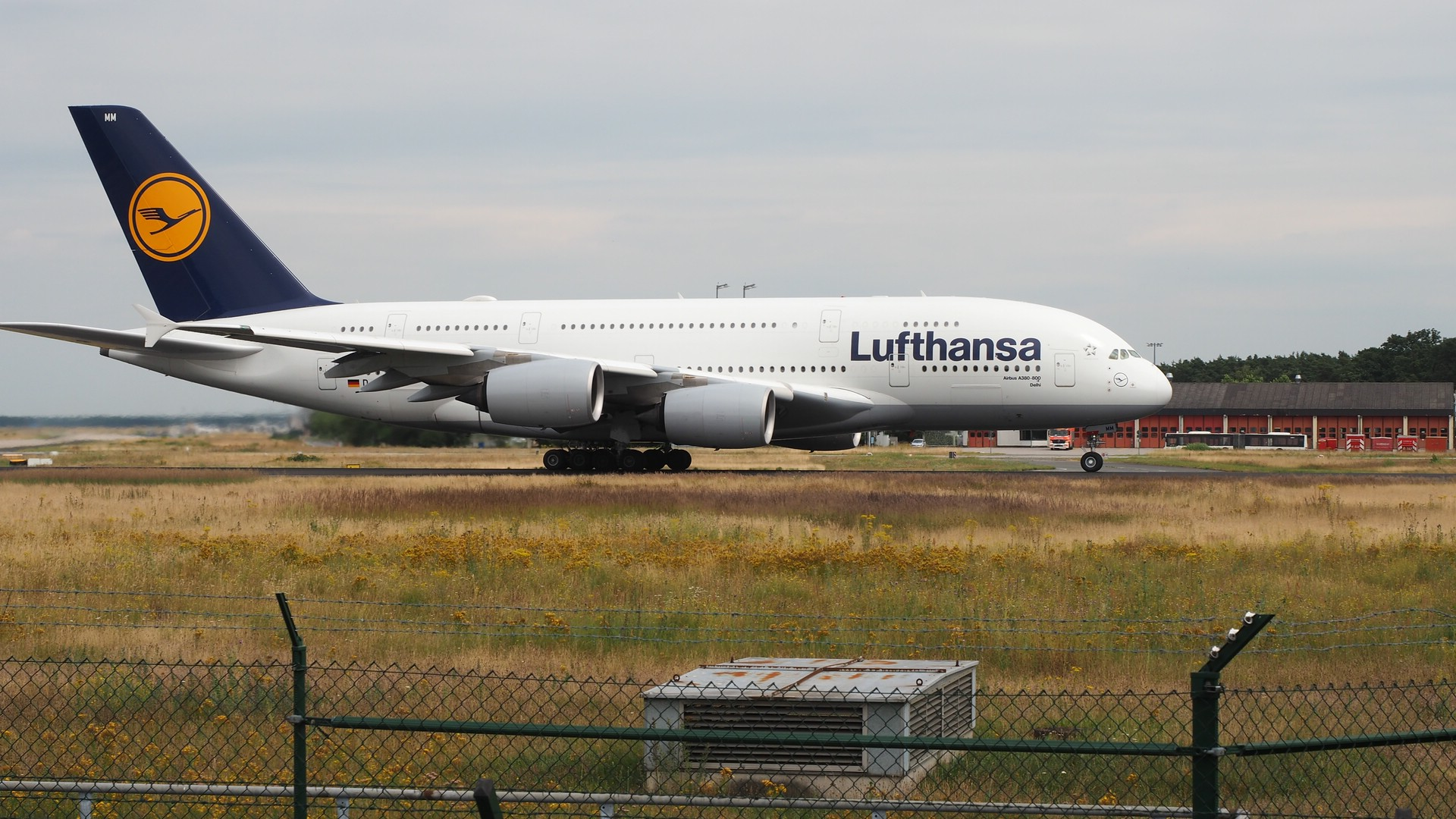 Flugzeuge gucken! Immerhin kommen auch große vorbei...