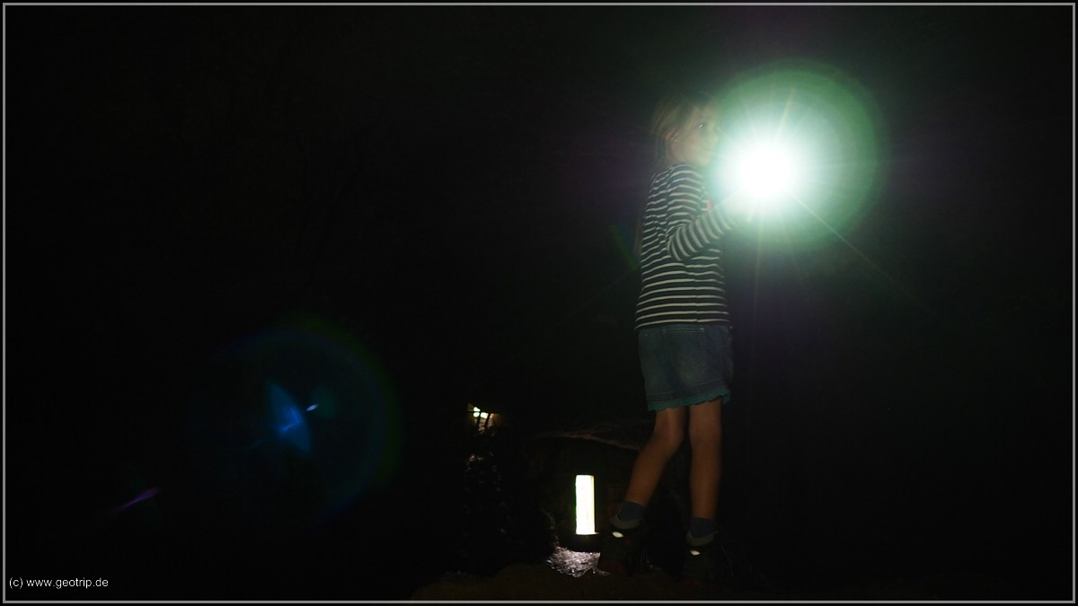 Mara stehts durch - und es ist sehr viel dunkler, als es auf dem lang belichteten Bild wirkt!
